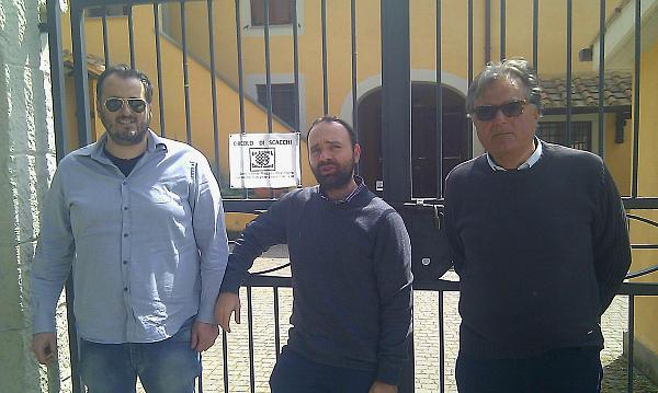 Megale Stirpe e Catracchia al'ingresso della sede di gioco di Pavona. Foto di Sergio Procacci